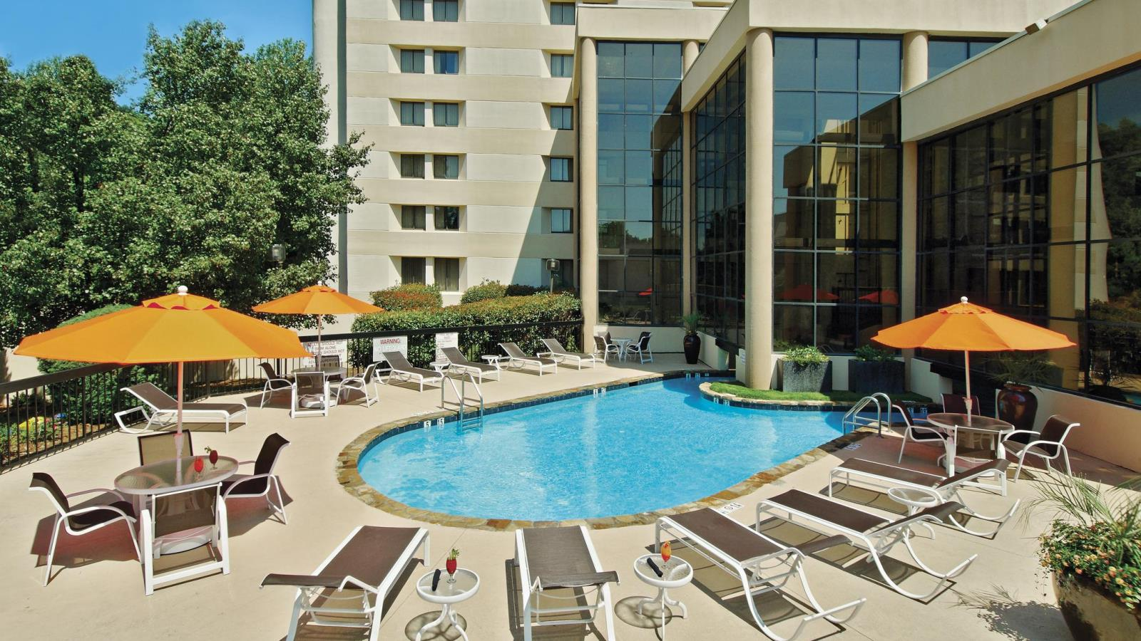 Sheraton Charlotte Airport Hotel | Outdoor Pool
